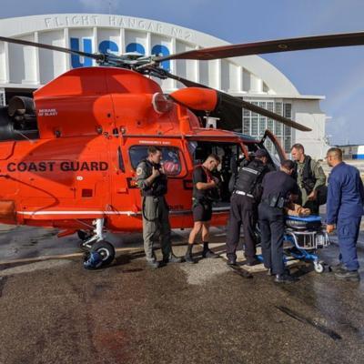 Guardia Costera rescata a hombre herido en rocas de playa Domes de Rincón