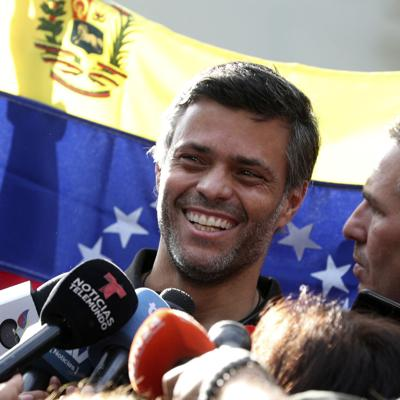 Fuga de opositor divide a venezolanos