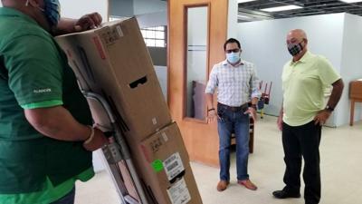 Entregan nuevas computadoras a biblioteca municipal de Las Piedras