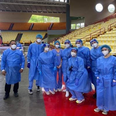 Estudiantes de enfermería de UPR Arecibo destacan en proceso de vacunación