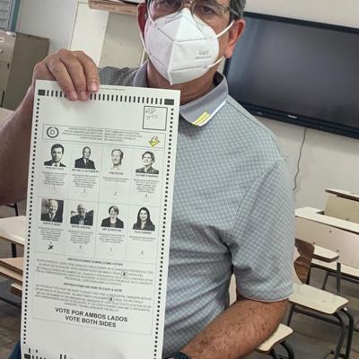 Aníbal Acevedo Vilá vota por Joe Biden