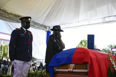 La ciudad natal del presidente de Haití realiza el funeral en medio de protestas violentas