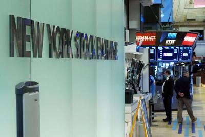 Wall Street con fuerte baja ante temores por aumento de casos de covid-19