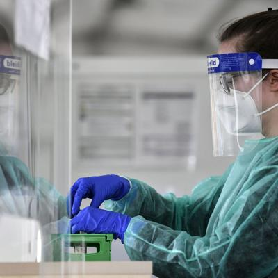 Empresas deberán hacer pruebas de covid-19 semanales en Alemania