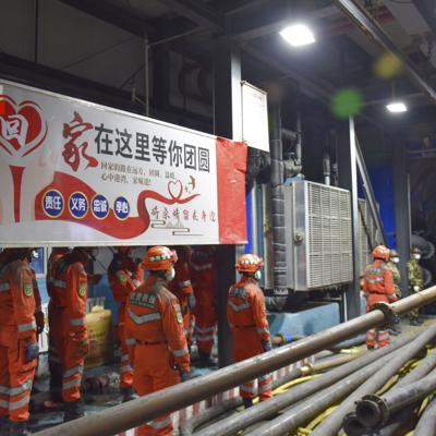 China: 21 mineros atrapados por una inundación subterránea