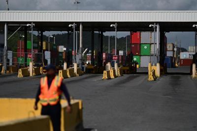 Pese a la petición del gobernador, los camioneros continúan en paro