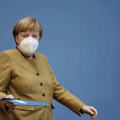 Angela Merkel asegura que entiende frustración de jóvenes por cambio climático