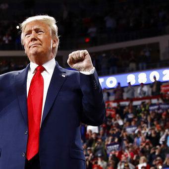 Trump se burla del proceso de juicio político en su contra