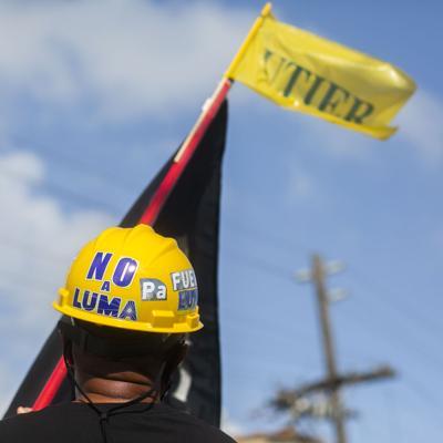 Protestan contra LUMA Energy frente a las oficinas de la Junta Fiscal