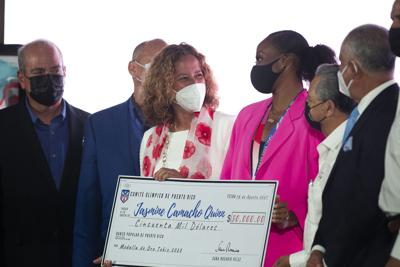 Jasmine Camacho-Quinn recibe premio de $50 mil por su medalla de oro