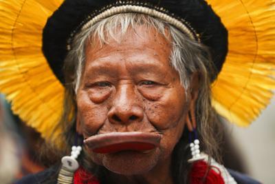 Brasil: Se recupera líder indígena tras 10 días en hospital