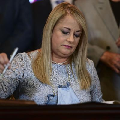 Gobernadora firma ley para reducir contaminación lumínica