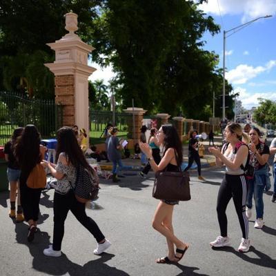 UPR de Río Piedras amanece con barricada de estudiantes