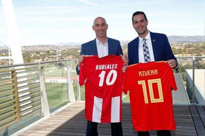 Iván Rivera se reúne con presidente de la Real Federación Española de Fútbol