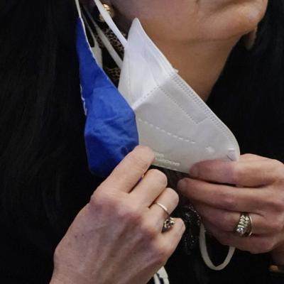 """Estudio muestra evidencia """"sólida"""" sobre mascarillas y la prevención de covid-19"""