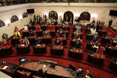 Atestado el hemiciclo y las gradas en sesión inaugural del Senado