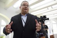 Describe cercanía de Velázquez Piñol con el gobierno