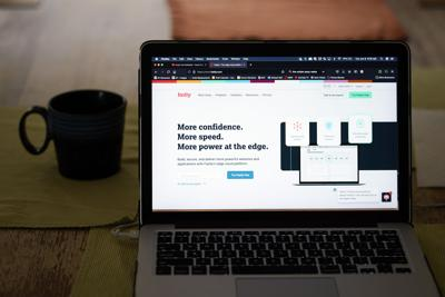 Atribuyen caída en servidores de importantes sitios web a un error en software