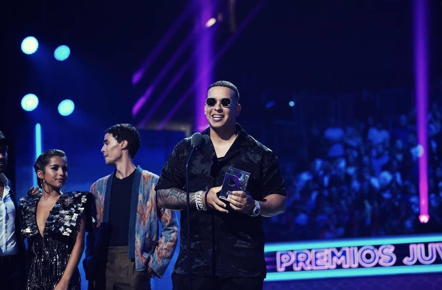 Pedidos de renuncia a Rosselló llegan a los Premios Juventud