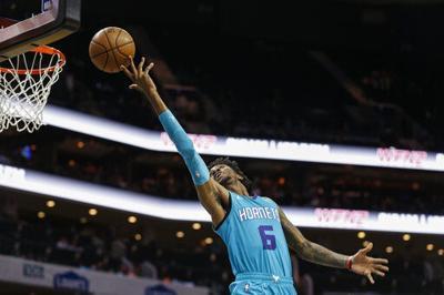 Con 26 puntos de Rozier, Hornets ganan 107-101 a Knicks