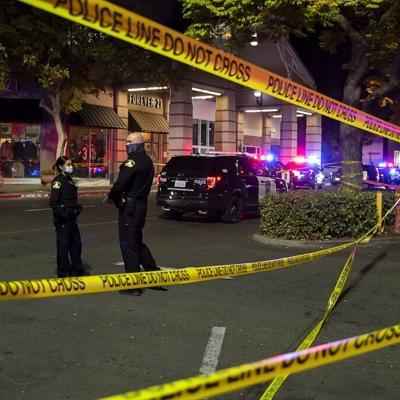 Tiroteo en centro comercial de California deja dos muertos