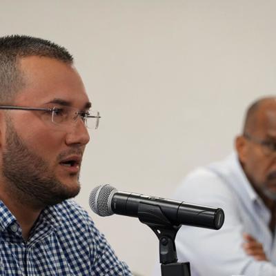 Alcalde de Peñuelas pide renuncia del secretario de Educación
