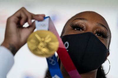 Jasmine y su medalla