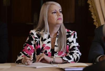 """Vázquez dice que su esposo participó de la """"fiesta de Navidad"""" del Senado"""