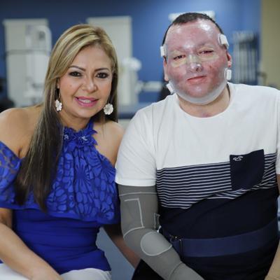 Senadora acompaña a Alexis Joel Hernández a su primera terapia