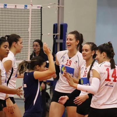 Noami Santos-Lamb lidera a su club al primer triunfo en la liga de Grecia
