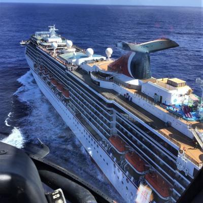 Guardia Costera rescata hombre con complicaciones médicas en crucero