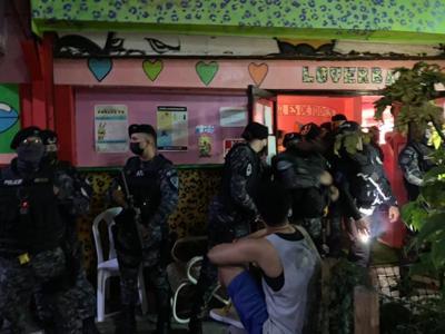 Denuncian intervención violenta de la Policía de San Juan en barra frecuentada por la comunidad LGBTQIA+