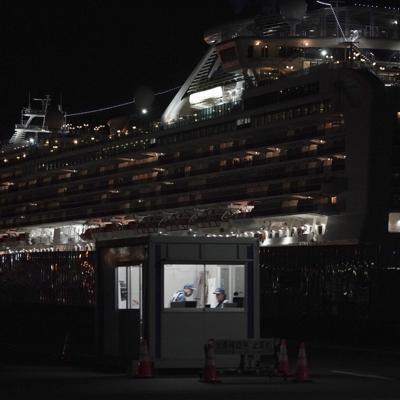 Japón: Pasajeros empiezan a abandonar barco en cuarentena