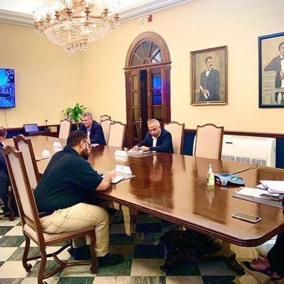 Gobernadora participa en reunión vía telefónica con Trump