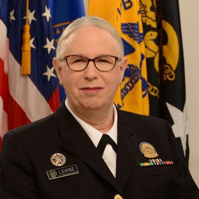 Rachel Levine se convierte en la primera almirante de 4 estrellas transgénero de Estados Unidos