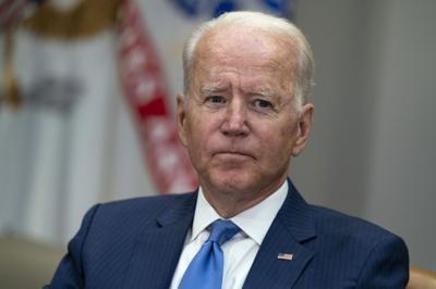 """Biden: Las redes sociales """"están matando gente"""" por la desinformación sobre vacunas"""