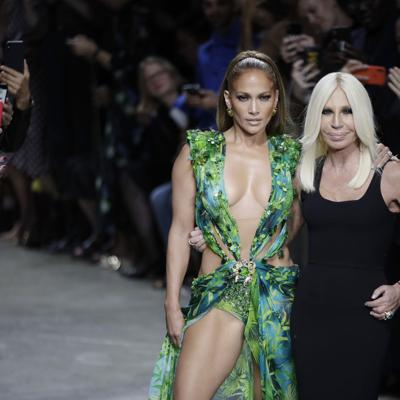 JLo y Versace2