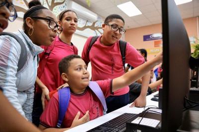 Vivienda Pública inaugura centros tecnológicos en Humacao y San Juan