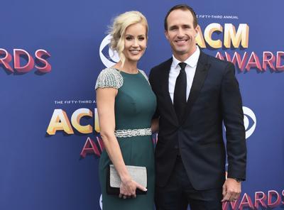 Esposa de Drew Brees se disculpa por comentarios del quarterback
