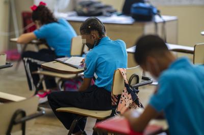 El Departamento de Educación no anticipa un cambio a clases virtuales para todas las escuelas ante el repunte de casos