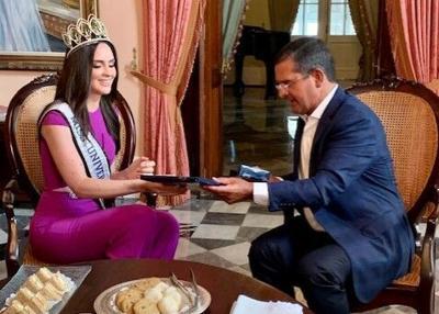 Miss Puerto Rico Estefania Soto visita a Pierluisi en La Fortaleza