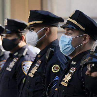 La ciudad de Nueva York exigirá que policías y bomberos se vacunen contra el covid-19