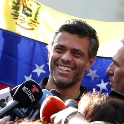 Opositor López sale de embajada española, parte de Venezuela
