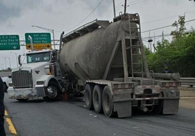 Se accidenta un camión en la Kennedy