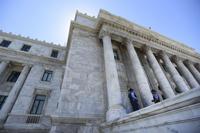 Federales buscan empleado en oficina legislativa de Abel Nazario