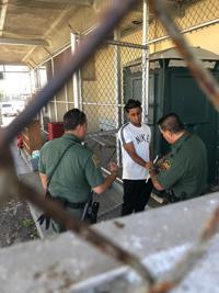 Detienen a 20 dominicanos que desembarcaron en Hatillo