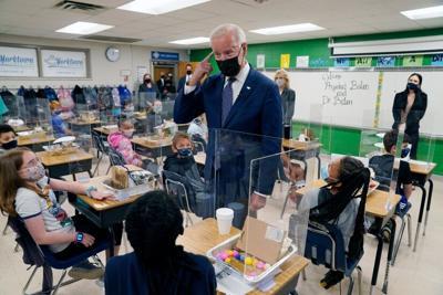 Biden cumple meta del regreso a las escuelas