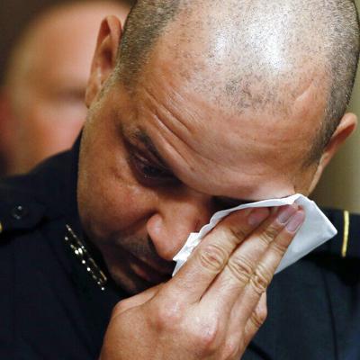 Policías hacen relatos emotivos del asalto al Capitolio