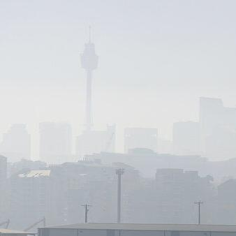 El humo de los fuegos forestales cubres el cielo de Sydney