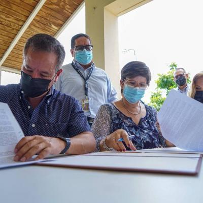 San Juan y la AAA firman un acuerdo para la instalación de generadores en seis estaciones de bombas